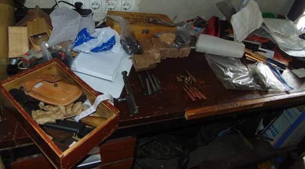 Киевлянин хранил у себя дома целый арсенал оружия (Фото)