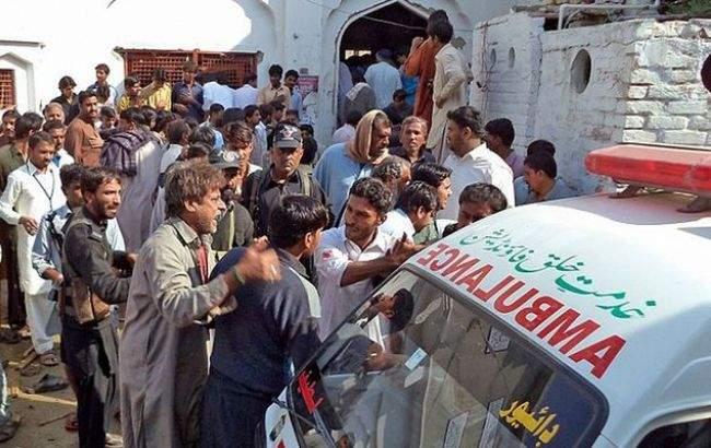 Атака на суфийский храм в Пакистане: около 50 человек погибли