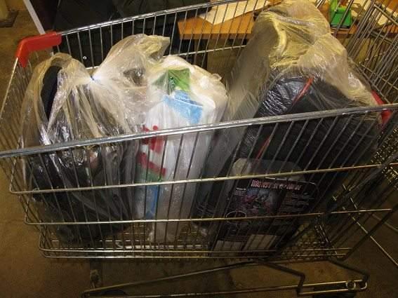 В Киеве из гипермаркета мужчина пытался украсть товара, почти на 9 тысяч гривен (Фото)