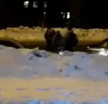 В Харькове мужчина проехался на капоте авто требуя вернуть ему деньги (Видео)