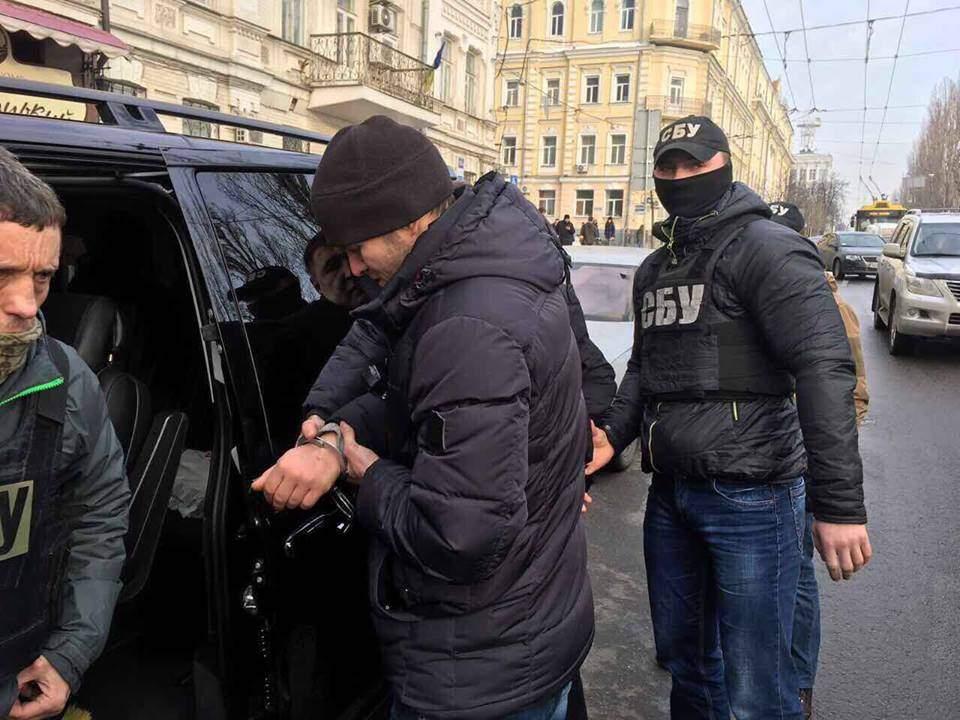 На крупной взятке пойман чиновник, обворовывающий инвалидов