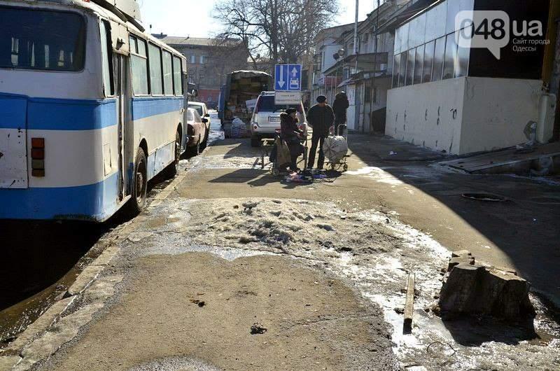 Одесская автостанция превратилась в настоящий отстойник (Фото)