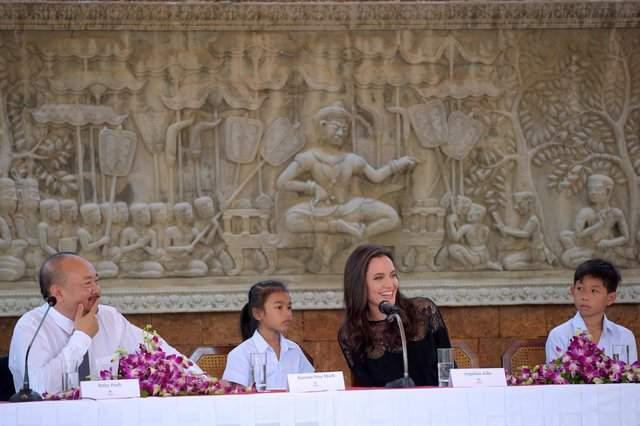 Анджелина Джоли оправилась от развода и вышла в свет (фото)