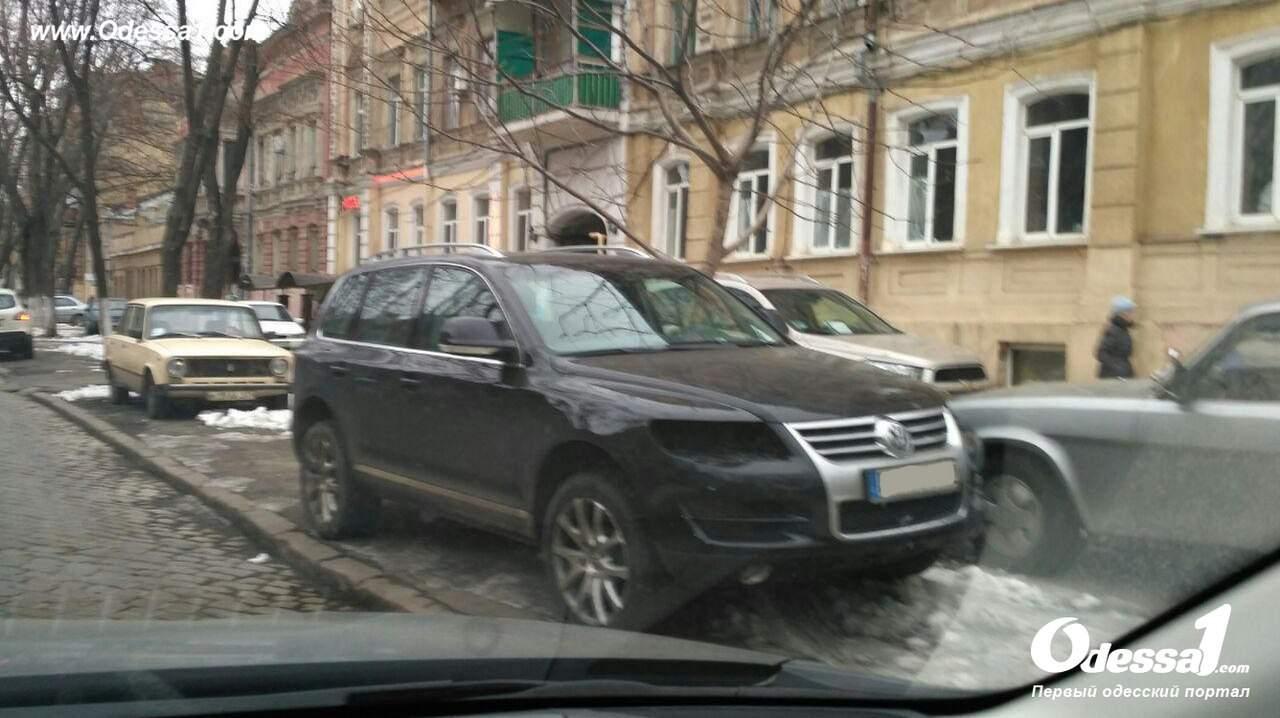 В Одессе автоворы работают по новой схеме и похищают фары (фото)