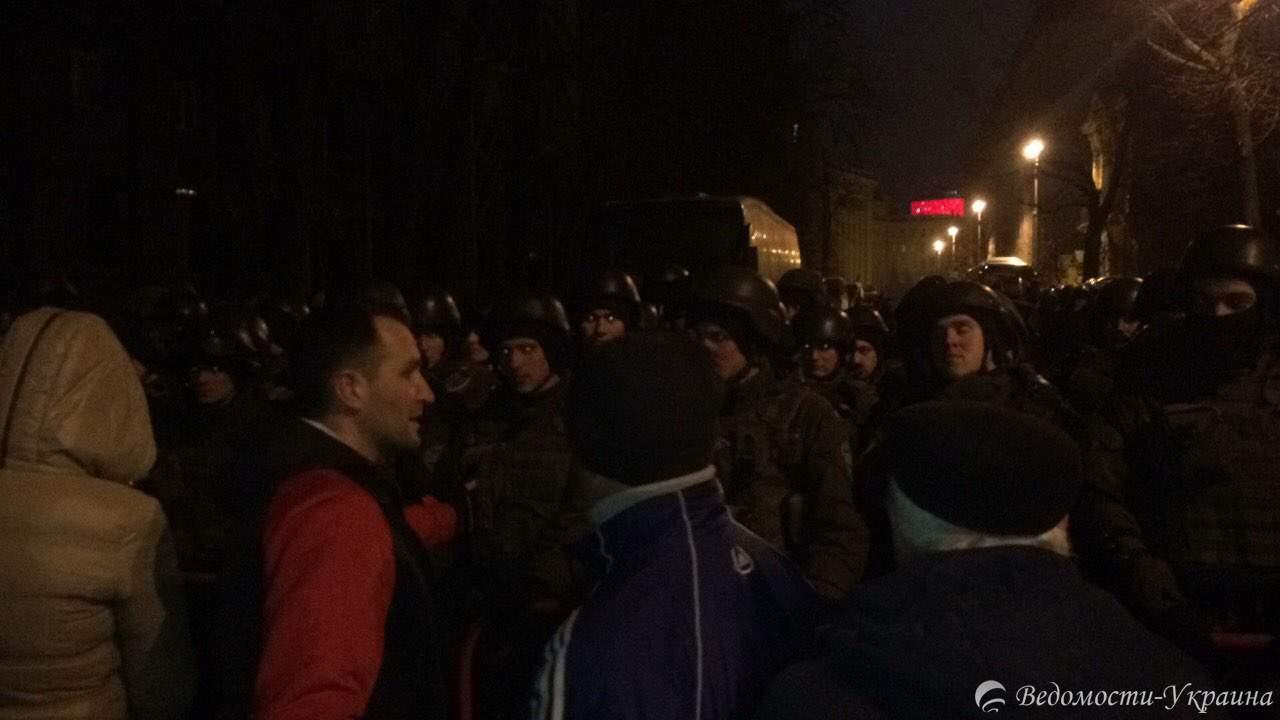 Полицейские начали сносить палатки (видео)