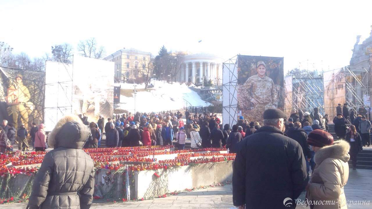 В Киеве чтят память Героев Небесной сотни (фото, видео)