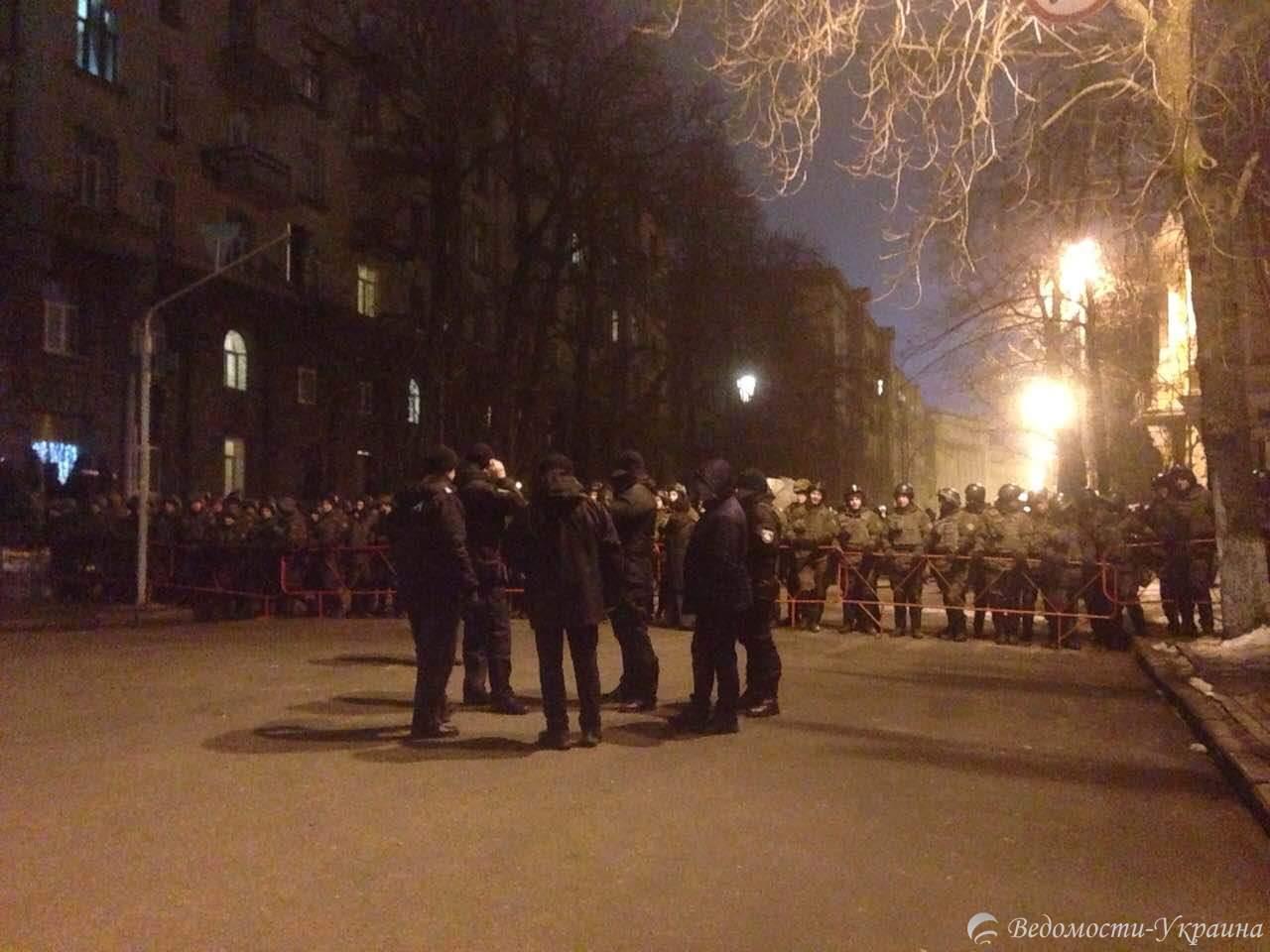 Правительственный квартал в Киеве окружен силовиками (Фото)