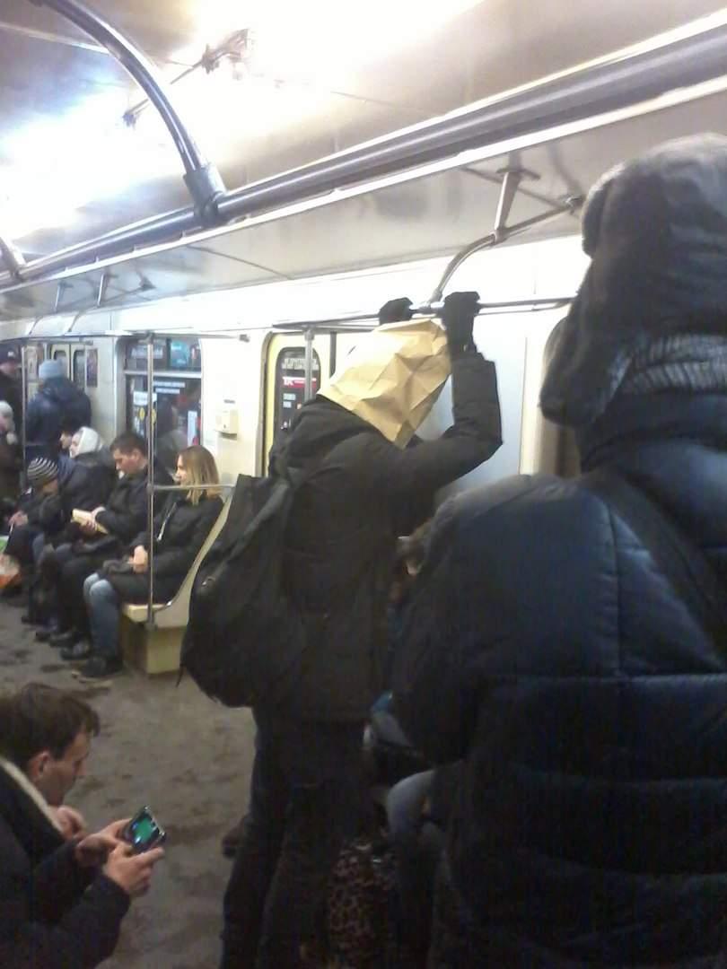 В Киеве был замечен парень с оригинальным головным убором (фото)