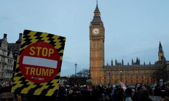 В Соединённом Королевстве тысячи митингующих требовали не пускать Трампа к Королеве Елизавете