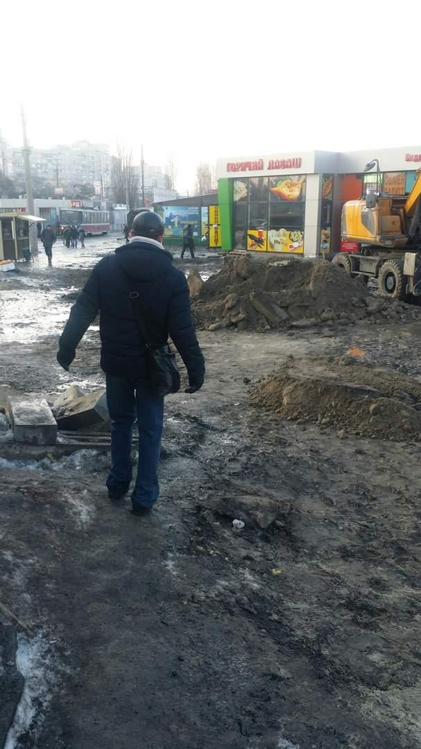 В Харькове попасть к метро можно, разве только, по воздуху (фото)