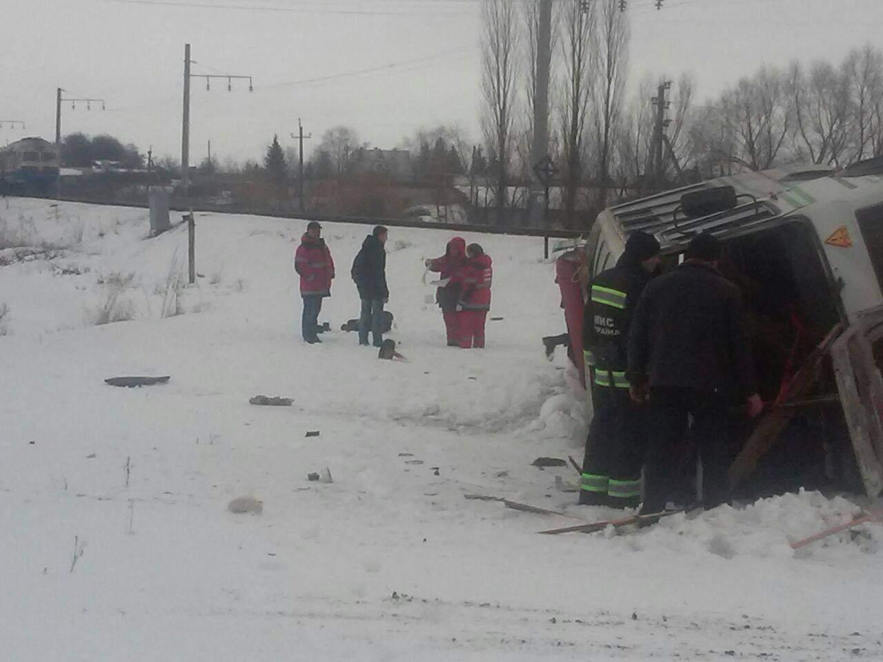 Ужасающее ДТП в Винницкой области: поезд протаранил автобус с пассажирами (фото)