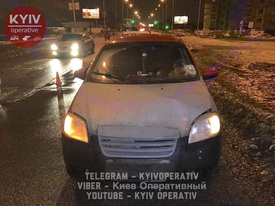 В Киеве под машину попала 19-ти летняя девушка (Фото) (Видео)
