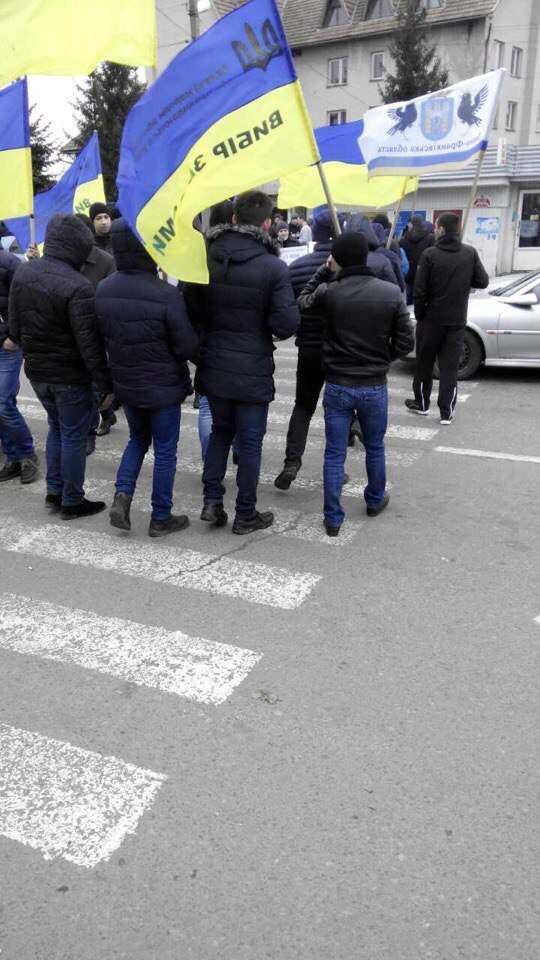 Львовские активисты перекрыли КПП