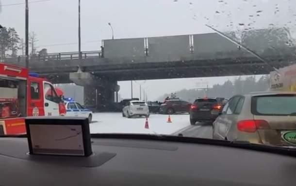 В Московской области столкнулись несколько десятков автомобилей (видео)