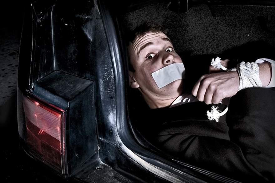 В столице неизвестные на чёрном фургоне пытались похитить ребёнка, обещая «айфон»