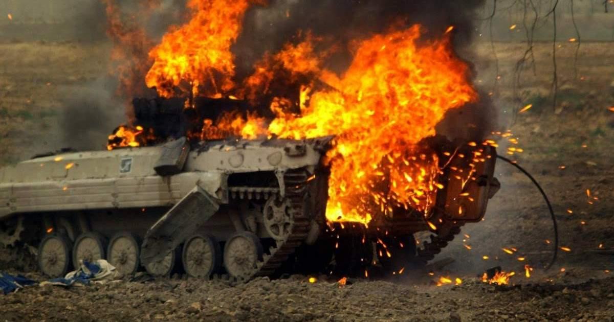 Замкомроты ВСУ «поздравил» с 23 февраля противников ювелирным ударом по БМП (видео)