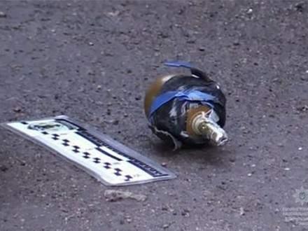 В Кривом Роге пассажир кинулся на таксиста с гранатой: случайный прохожий сумел предотвратить взрыв