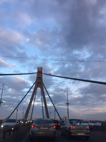 В Киеве на мосту объявились сразу два