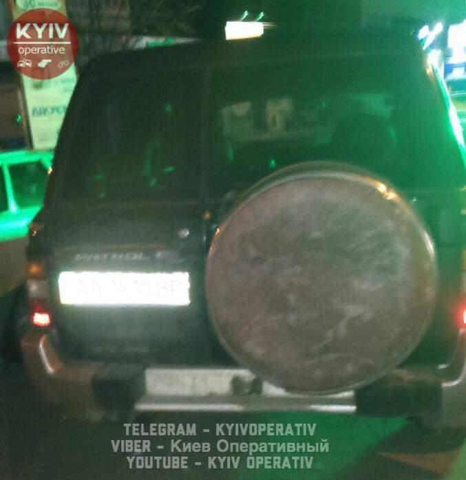 В Киеве пьяный экс-гаишник на «Ниссан» устроил театр одного актёра (фото)