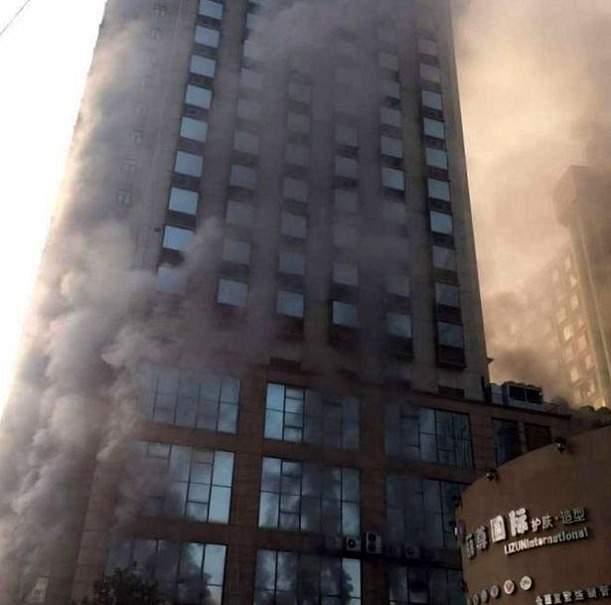 В Китае количество жертв пожара в отеле значительно увеличилось