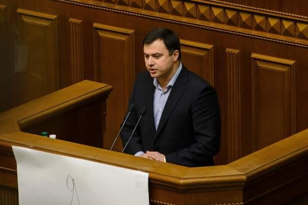 Нардеп пояснил, почему на Донбассе не введено военное положение