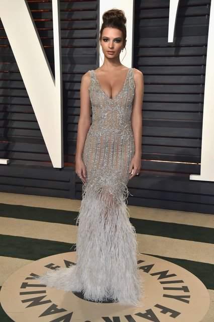На афтепати «Оскара» топ-модель в платье из камней и перьев затмила Дакоту Джонсон и Эми Адамс (фото)