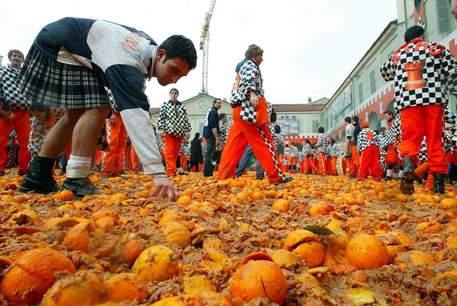 В Италии встретили весну апельсиновым побоищем (фото)