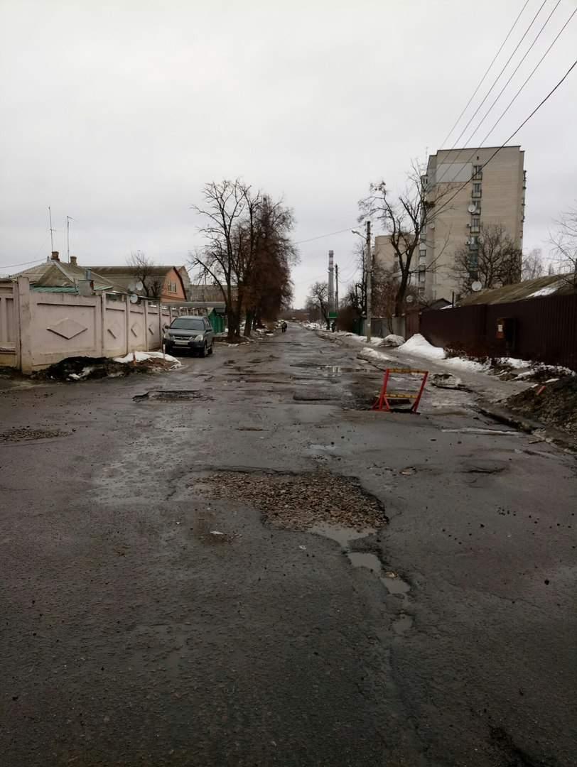 Харьковчане жалуются на качество дороги, которая не ремонтируется уже несколько лет (Фото)