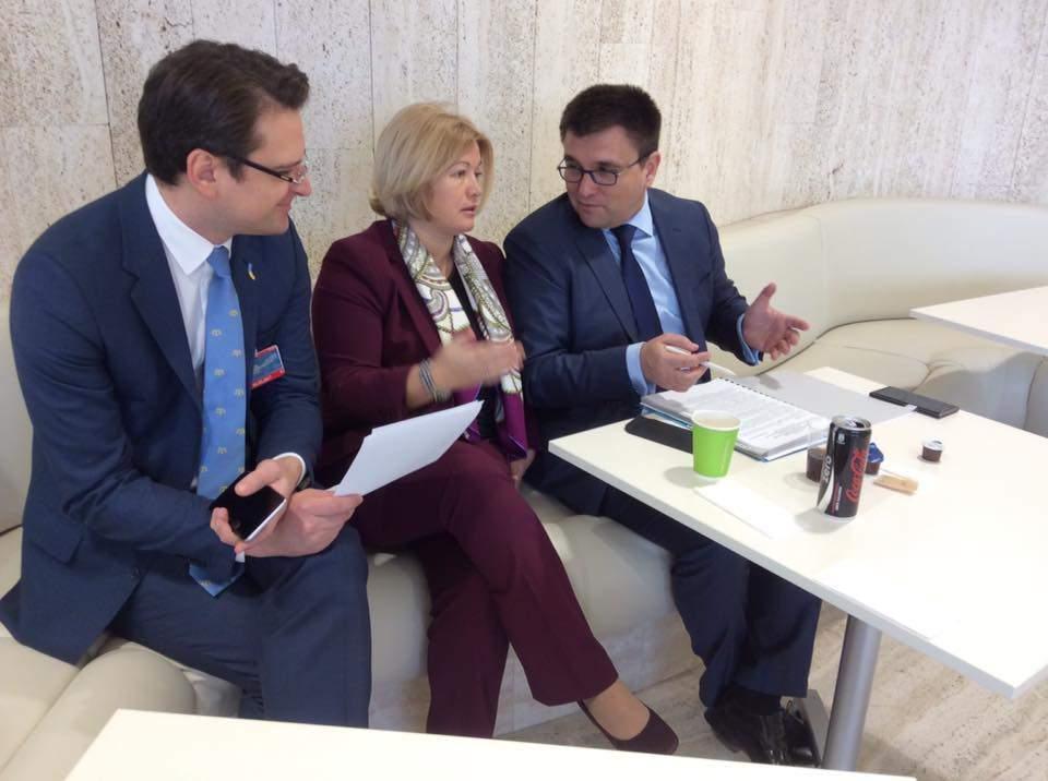 Геращенко показала неформальное фото с Климкиным и Кулебой из Женевы (фото)