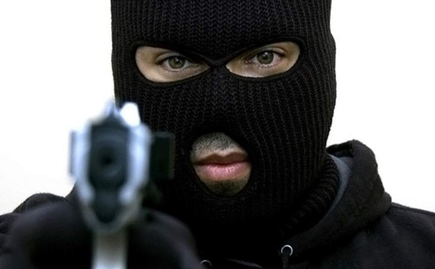 Крупное ограбление в Николаеве: парень лишился рюкзака с 200 тысячами гривен