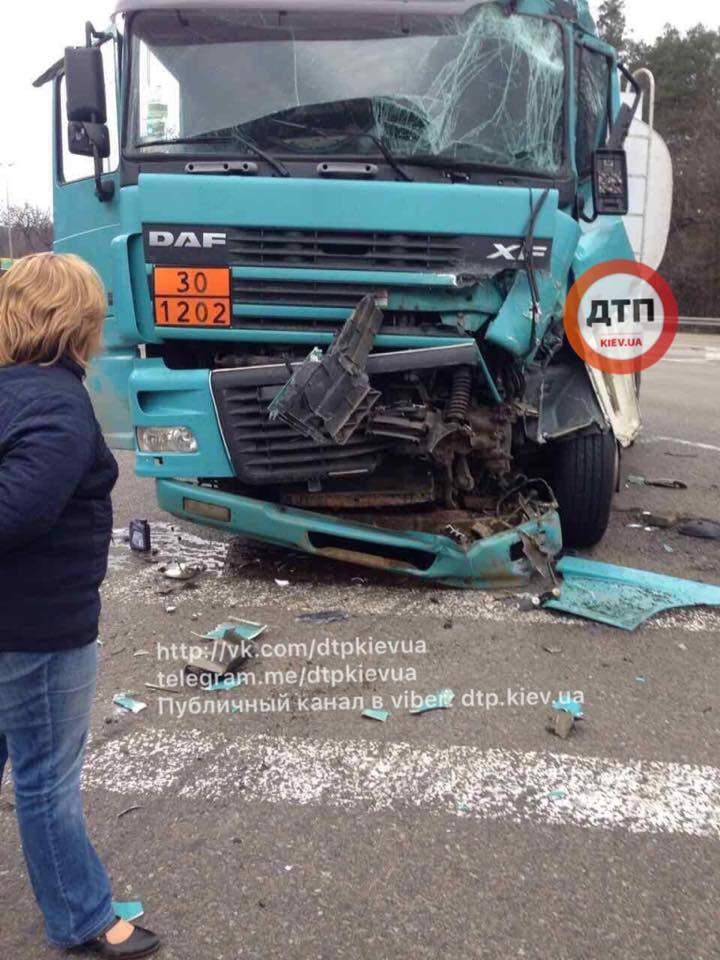 В Киеве произошло кровавое ДТП с пострадавшими (Фото)