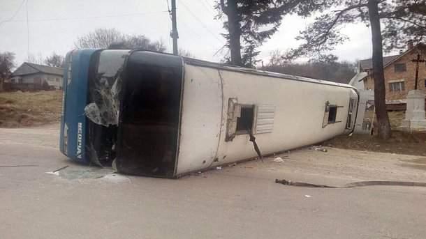 В Ивано-Франковской области перевернулся автобус: 10 пострадавших
