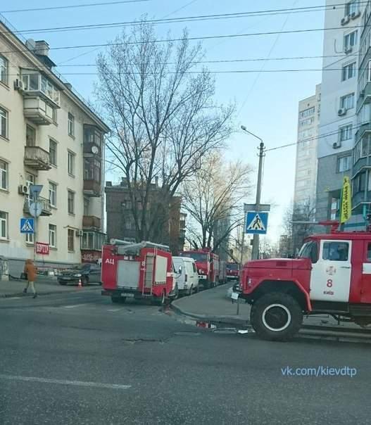 В Киеве произошел пожар в жилом пятиэтажном доме (фото)
