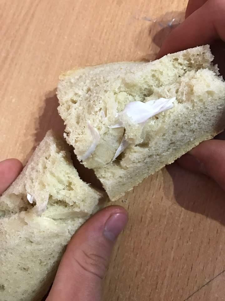 На Одесчине жительница Аккермана обнаружила в хлебе ошмётки целлофана (фото)