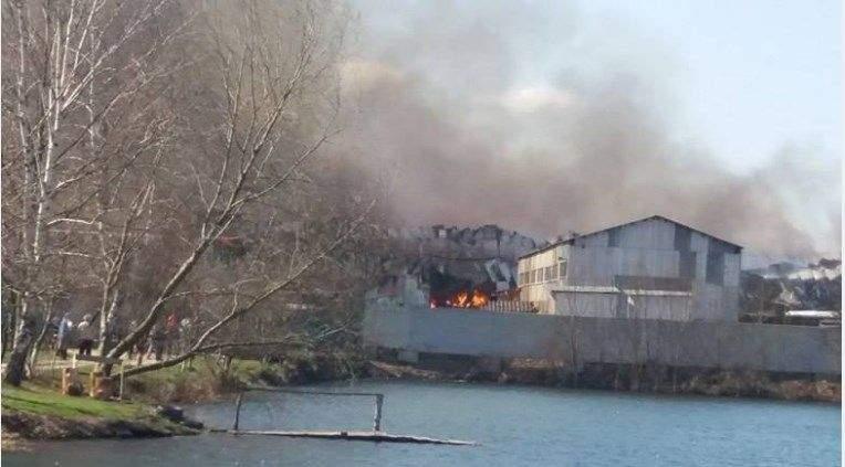 Масштабный пожар в Ивано-Франковской области произошел на мебельной фабрике (фото)