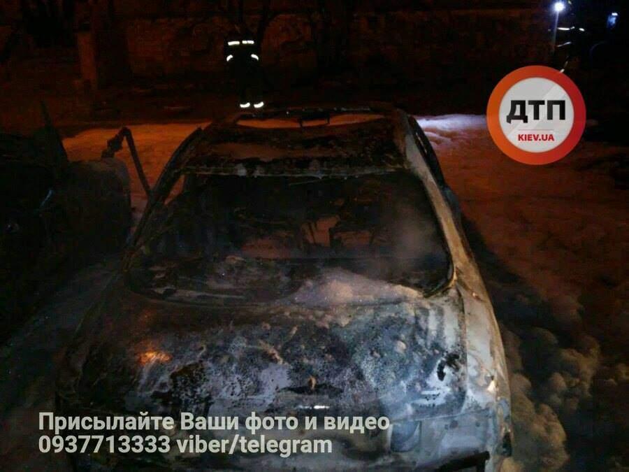 В столице произошел масштабный автопожар (Фото)