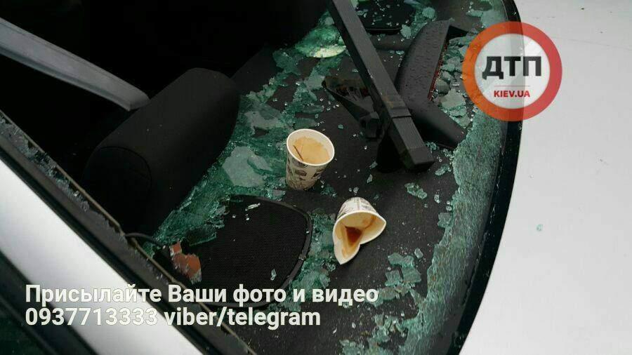 В Киеве автомобиль насмерть сбил лошадь (Фото)