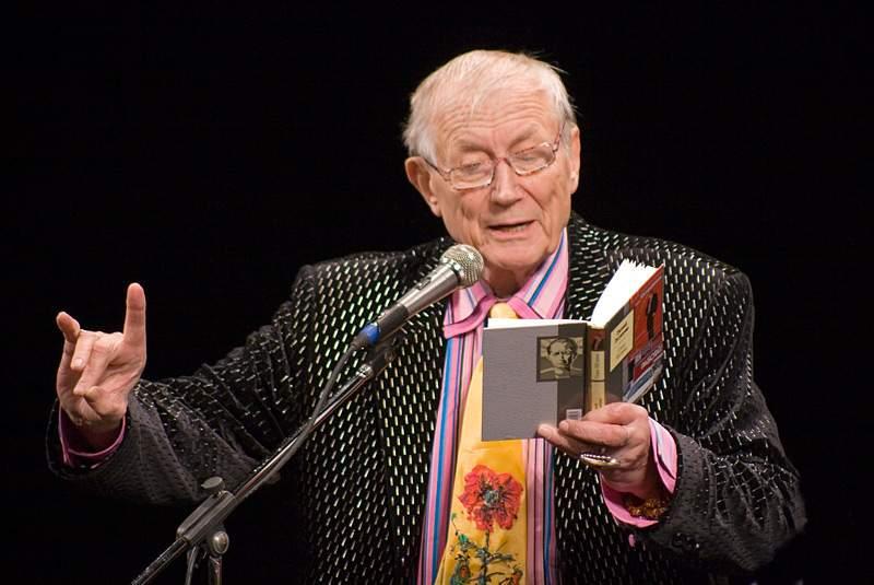В США был экстренно госпитализирован известный литератор и поэт Евтушенко