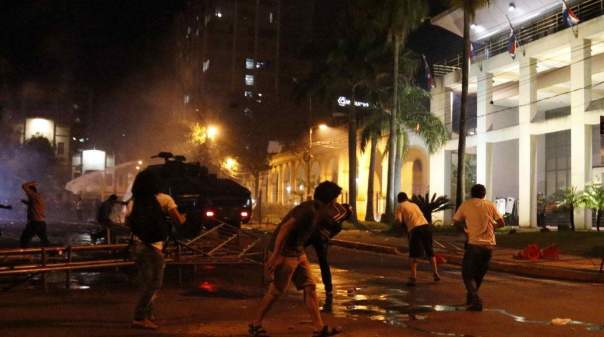 Беспорядки в Парагвае: при захвате парламента ранены политики