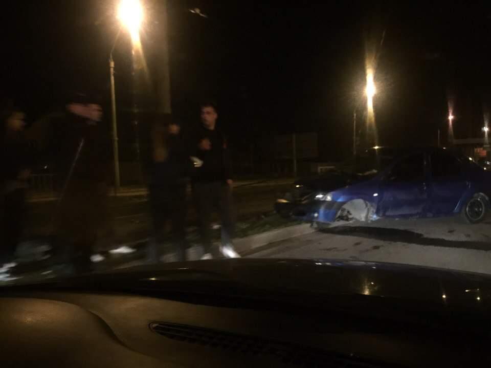 Во Львове во время движения у автомобиля оторвало колесо (фото)