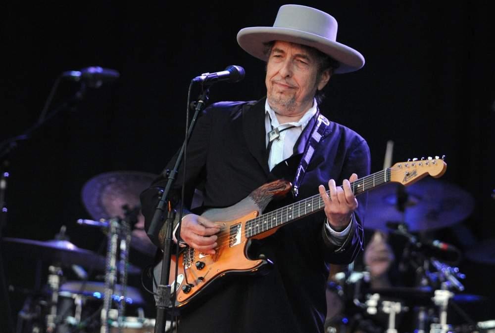Боб Дилан забрал свою Нобелевскую премию по литературе