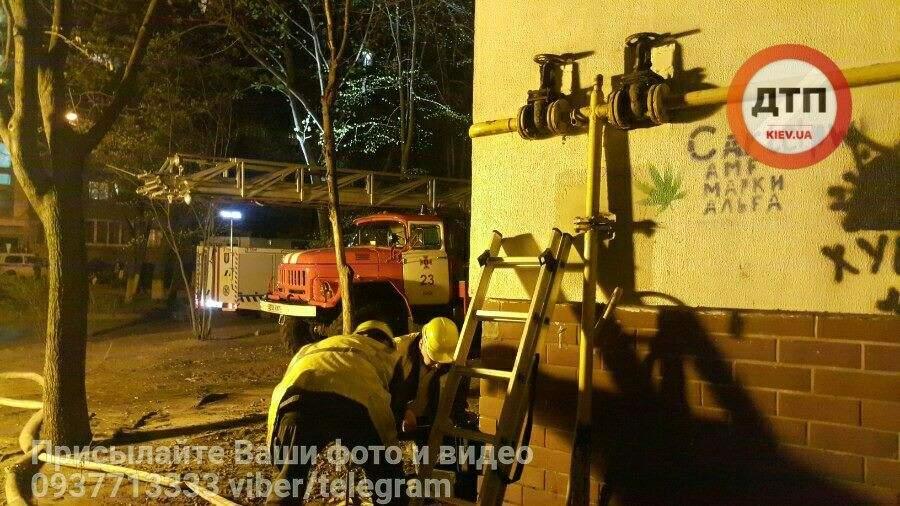 В Киеве пожар охватил почти всю многоэтажку (Фото)