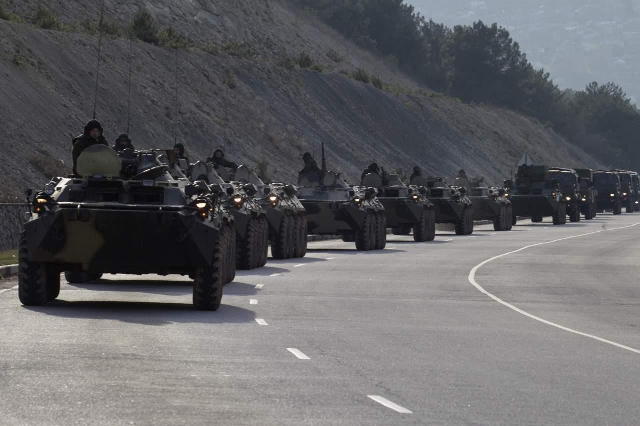 В Минобороне сообщили о стягивании российской техники к границам
