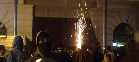 Активистам Полтавы удалось снести арку, пятеро получили ножевые ранения (Видео)