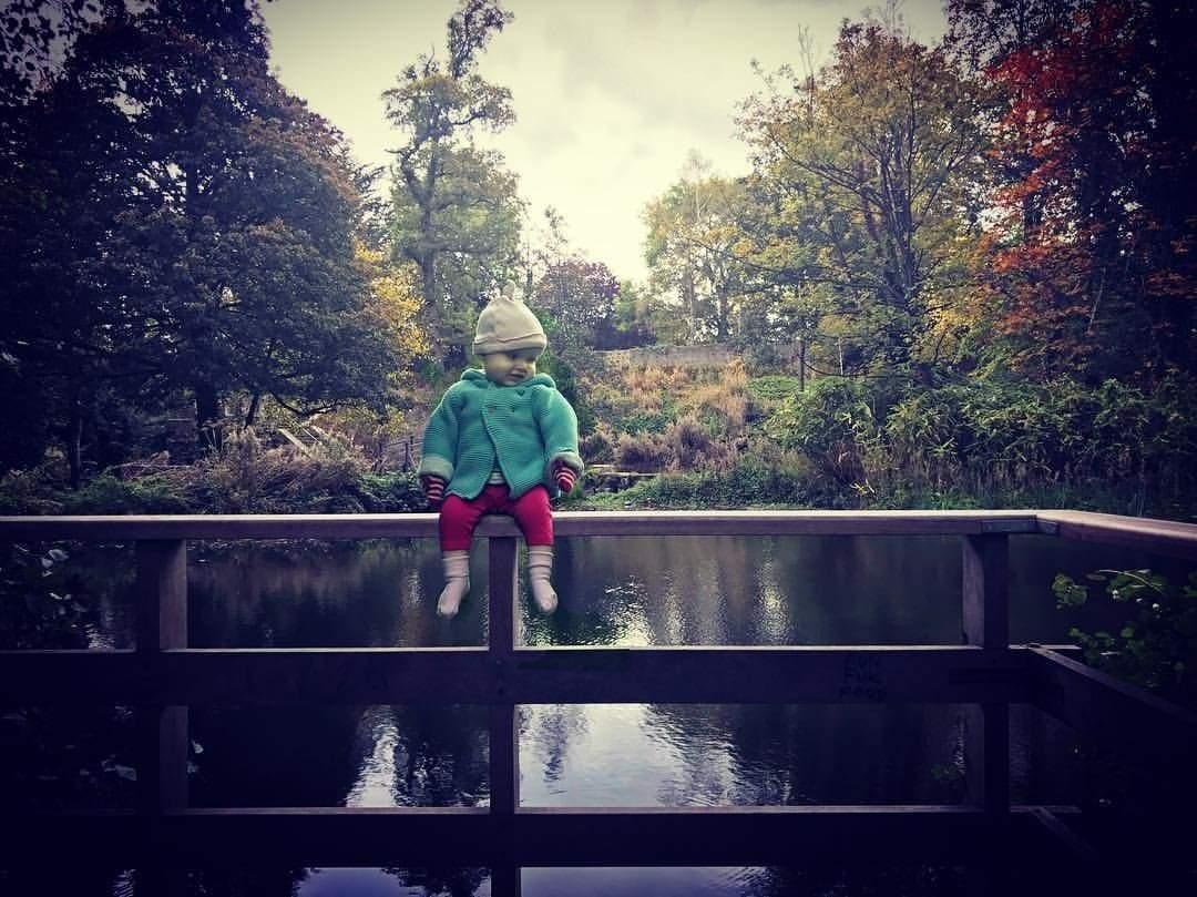 """""""Ножи детям не игрушки"""": американец шокировал Сети фотографиями своей дочери (фото)"""