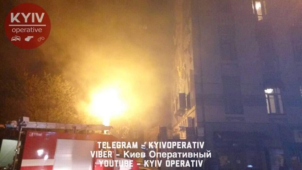 В Киеве  произошел сильный пожар, брошены огромные силы ГСЧС (Фото)