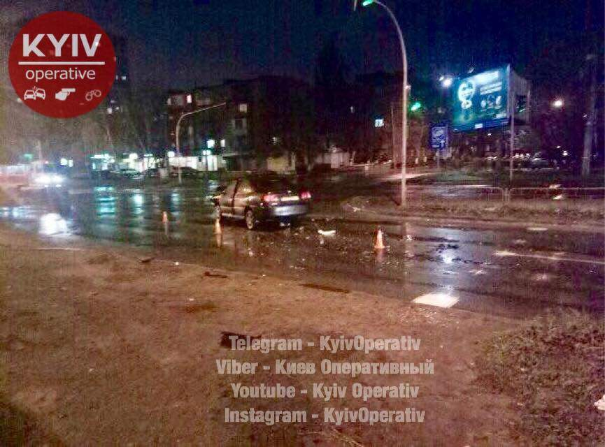 В Киеве произошло пьяное ДТП, водитель Chery  пострадал (Фото)