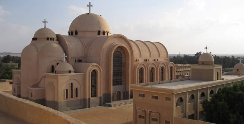 Смертник в церкви Египта привел взрывное устройство в действие: 15 погибших