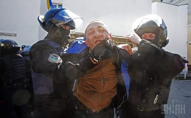 Хроника митинга под МВД: силовики атаковали мирных демонстрантов (фото)