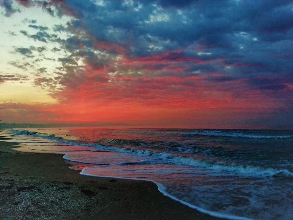 Фантастический рассвет на море в Одессе (Фото)